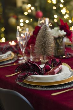 Classical Christmas Table Setting with table cloth in red velvet and tartan napkins Office Christmas Party, Christmas Table Settings, Oh The Places You'll Go, Red Velvet, Tartan, Table Decorations, Elegant, Napkins, Bucket