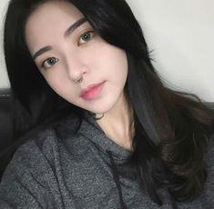 Uzzlang Girl, Pink Girl, Girls With Black Hair, Cute Korean Girl, Rings For Girls, Instagram Girls, Girls Makeup, Sexy Asian Girls, Hair Looks