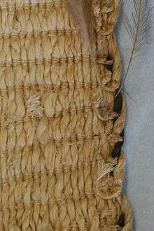 Muka - Detail of border of kahu kiwi woven using tāniko, the muka warps (vertical) are twisted pairs. New Zealand Flax, Flax Weaving, Maori People, Fibre And Fabric, Maori Art, Weaving Techniques, Traditional Design, New Art, Textiles