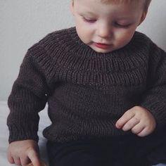 Ankers Trøje 🌿 Den klæ'r både små og store! Find opskriften på www.petiteknit.com og i min Ravelry Store 🌿 _ Anker's Sweater 🌿 Pattern in English at www.petiteknit.com and in my Ravelry Store 🌿 ___________________________________________________ #knittersofinstagram #nevernotknitting #knitting #knit #strikk #strik #barnestrikk #børnestrik #babystrikk #strikkemamma #mammastrikk #strikkeopskrift #knittingpattern #i_loveknitting #strikkedilla #knitspiration #knitstagram #knitsforkids…