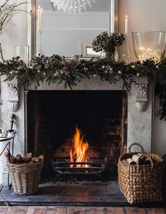 15 Wonderful Winter Home Decoration With Warm Fireplace IdeasYou can find Christmas fireplace and more on our Wonderful Winter Home Decoration With Warm Fireplac. Christmas Fireplace Garland, Christmas Mantels, Rustic Christmas, Christmas Home, French Christmas, Christmas 2019, Xmas, Winter Home Decor, Winter House