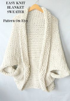 Free knitting pattern: Easy Knit Blanket Sweater by Mama in a Stitch The post Free knitting pattern: Easy Knit Blanket Sweater by Mama in a Stitch appeared first on Best Knitting Pattern. Shrug Knitting Pattern, Sweater Knitting Patterns, Knit Patterns, Free Knitting, Knitting Ideas, Cardigan Pattern, Loom Knitting Blanket, Knitting Beginners, Easy Knitting Projects