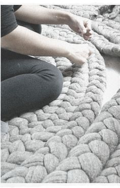Discover thousands of images about Dana Barnes Studio. Mental escape for those busy at work today. Always Create Art Yarn Projects, Knitting Projects, Crochet Projects, Sewing Projects, Giant Knitting, Arm Knitting, Knit Rug, Knit Crochet, Chunky Blanket