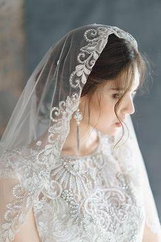 Wedding Dresses Romantic Lace Veils Ideas For 2019 Foto Portrait, Cathedral Wedding Veils, Lace Veils, Mantilla Veil, Pakistani Bridal Dresses, Romantic Lace, Bridal Lace, Bridal Veils, Wedding Gowns