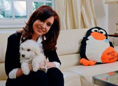 Foto divulgada pela presidência argentina mostra Cristina Kirchner em seu retorno ao governo após seis semanas de licença médica