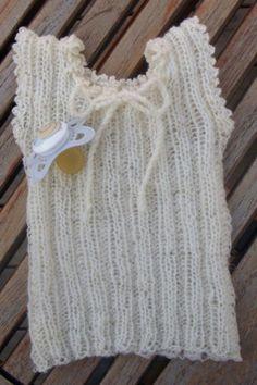 Fnuglet babyundertrøje PDF opskrift. Denne undertrøje er fnuglet og superblød.. Price 30,- kr.