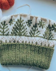 Fair Isle Knitting Patterns, Knitting Charts, Knitting Designs, Knitting Projects, Knit Hat Patterns, Double Knitting Patterns, Fair Isle Pattern, Free Knitting, Baby Hats Knitting