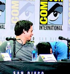 tyler posey and dylan o'brien Teen Wolf Dylan, Teen Wolf Stiles, Teen Wolf Cast, Teen Wolf Funny, Teen Wolf Memes, Stydia, Sterek, Dylan O'brien Funny, Mtv