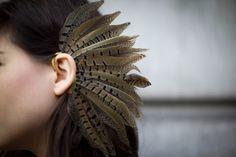 Feather Earcuff... I want it!  Lo quiero y ahora! *-*    Este es de Topshop, no se donde encontrarlo en Chile!   Foto blogueada por LeblogdeBetty :)