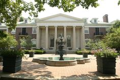 Top 10 buildings to see in Central Kentucky http://www.kentucky.com/2011/09/22/1893283/areas-diverse-architecture-is.html