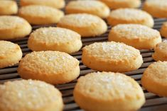 Who Invented Macarons and 10 Other Iconic Cookie Origins - Pratik Hızlı ve Kolay Yemek Tarifleri Sugar Biscuits Recipe, Sugar Cookie Recipe Easy, Easy Cookie Recipes, Biscuit Recipe, Dessert Recipes, Macarons, Shortbread Recipes, Shortbread Cookies, Wine Recipes