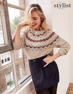 Amused shoppers mock rude design on Christmas FatFace jumper - NewsyPeople Jumper Outfit, Sweater Outfits, Fall Outfits, Top Stylist, Classic Skirts, Autumn Winter Fashion, Fall Fashion, Fashion Advice, Knitwear