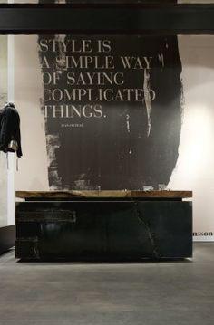 // wall and beautiful desk // Wolfensson concept store (Vienna) Design Blog, Deco Design, Design Design, Lobby Design, Design Hotel, Design Ideas, Commercial Design, Commercial Interiors, Retail Interior