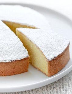 Ecco per voi la ricetta originale della torta Margherita, un dolce buonissimo e sfizioso perfetto da gustare a colazione e in ogni momento della giornata.