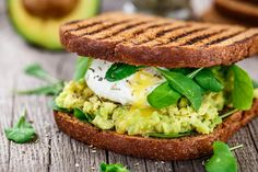 Get ready for lunch with healthy soup & sandwich recipes from SkinnyMs. Our light soup & sandwich ideas are perfect for weight loss and healthy eating. Sandwich Original, Guacamole, Avocado Creme, Avocado Toast, Smashed Avocado, Avocado Egg, Clean Eating, Healthy Eating, Egg Sandwiches