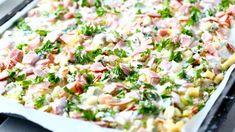 Mein vanhimman tytön (10v) ja kuopuksen (poika 3v) yhteisiä synttäreitä juhlittiin sukulaisten kanssa ensimmäisen kerran kesäkuun puolella. Tämänkertaisten synttärijuhlien yksi suolaisista tarjottavista oli tämä maukas kinkku-juustopiirakka. Alunperin aikomukseni oli tehdä vain juustopiira… Tex Mex, Pasta Salad, Potato Salad, Food And Drink, Potatoes, Ethnic Recipes, Cakes, Mascarpone, Crab Pasta Salad