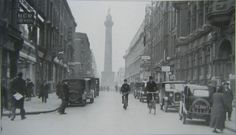 Henry Street, Dublin. Unknown year. Old Pictures, Old Photos, Dublin Street, Irish People, Sight & Sound, Dublin Ireland, Street View, Explore, Black And White