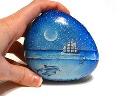 Painted stone sasso dipinto a mano. Undersea di OceanomareArt