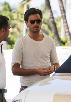 What happened!!! | Scott Disick Forgets To Shave, Becomes 100% More Bangable