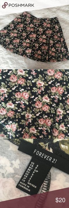 🌸FOREVER 21 FLORAL SKIRT🌸 beautiful floral skater skirt, in perfect condition. pair it with a cute crop top for the perfect look! Forever 21 Skirts Circle & Skater