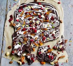 Salted fruit 'n' nut bark This super-simple slab of swirled dark and white chocolate is studded with chopped mixed nuts and dried fruit - break into chunky shards and pop in a homemade hamper as an edible gift Edible Christmas Gifts, Xmas Food, Edible Gifts, Christmas Treats, Christmas Baking, Christmas Hamper, Christmas Recipes, Christmas Biscuits, Christmas Candy