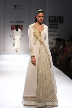 #SaniaMirza Smashes The Show for Designer 'Ritu Pande' At WIFW SS 2015