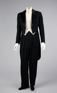 Suit (Tuxedo), Jeanne Lanvin via Brooklyn Museum Costume Collection at The Metropolitan Museum of Art, Gift of the Brooklyn Museum, Gift of Albert Moss, 1967 Mens Evening Wear, Vetements Clothing, Vintage Outfits, Vintage Fashion, Victorian Fashion, Der Gentleman, Estilo Art Deco, Jeanne Lanvin, Art Deco Stil