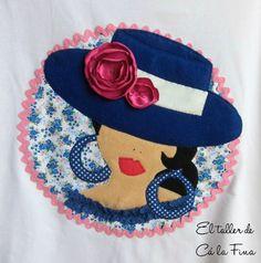 Detalle de camiseta flamenca de mujer, modelo Córdoba en azul. #camisetasflamencas #camisetaspersonalizadas #camisetasdecoradas