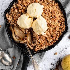 Healthy Dessert Recipes, Gluten Free Desserts, Healthy Treats, Eat Healthy, Delicious Desserts, Healthy Living, Pear Crisp, 16 Bars, Apple Crisp Recipes