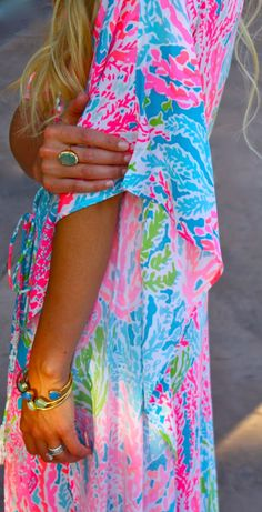 Lilly Pulitzer caftan and Margaret Elizabeth bangles Summer Brights - Two Peas in a Prada Simple Outfits, Pretty Outfits, Summer Outfits, Lily Pulitzer Painting, Prep Style, My Style, Kaftan, African Traditional Dresses, Spring Skirts