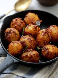 Bombay Potatoes (spices : curry leaves, cumin, mustard, ginger, chilli + chilli powder, coriander, turmeric)