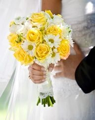 yellow roses and daisies bouquet - for bridesmaids
