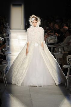 Chanel bridal dress Hochzeitskleid Haute Couture Karl Lagerfeld 2012 feather Lindsey Wixson
