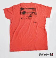 Camiseta Decote Careca com Silk, peça da Coleção California Winter Dreams 2013 da Stanley.