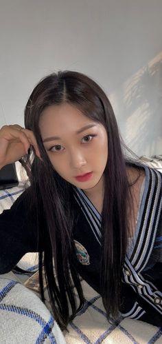 South Korean Girls, Korean Girl Groups, Neon Heart Light, Fandom, Lock Screen Wallpaper, Wallpaper Lockscreen, Black Mamba, Kpop, Foto Bts