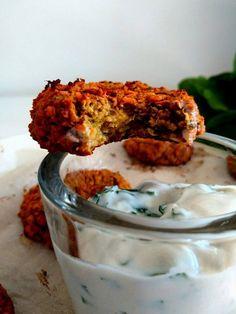 Galettes de patate douce et lentilles corail, sans gluten, vegan et sans matière grasse. Idéales pour vous régaler pour l'apéro, l'entrée et le plat !