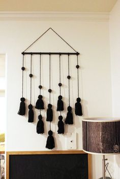 Simple DIY Beaded Tassel Hanging DIY Tassel Hanging on the wall Diy Wall Art, Diy Wall Decor, Homemade Wall Decorations, Christmas Decorations, Diy Crafts For Home Decor, Home Decor Colors, Diy Tassel, Tassels, Creation Deco