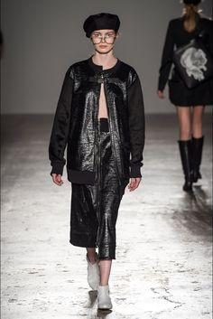 Guarda la sfilata di moda Grinko a Milano e scopri la collezione di abiti e accessori per la stagione Collezioni Autunno Inverno 2017-18.