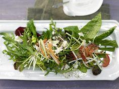 Gemischter Salat - mit Gemüsestreifen und Schafskäse - smarter - Kalorien: 427 Kcal - Zeit: 35 Min. | eatsmarter.de