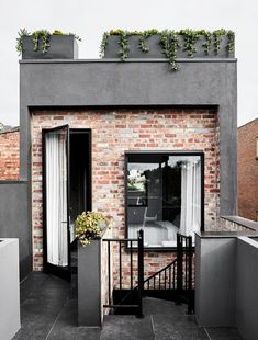 A Family Home That Pushes The Boundaries Between Art And Design (The Design Files) Narrow House Designs, Small House Design, Modern House Design, Facade Design, Exterior Design, Future House, My House, Brick Architecture, Architecture Photo