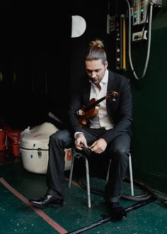 David Garrett ♪ . Backstage @ Gerry-Weber-Stadion in Halle/Westfalen. The star and his Stradivarius.