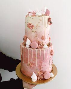 New birthday cake sweets ideas Bolo Drip Cake, Bolo Cake, Drip Cakes, Pretty Cakes, Beautiful Cakes, Amazing Cakes, Torta Princess, Bolo Paris, Macaroon Cake