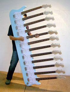 見た目のインパクトが凄い、強烈な形をしたギター