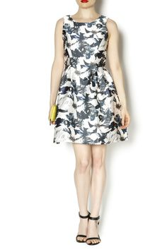 Fitted dress with poufy pleats down the front. Perfect for any semi-formal occasion