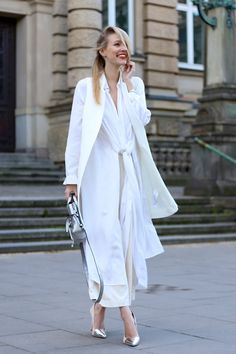 All deets: http://www.ohhcouture.com/2015/05/silver-white/ | Streetstyle:All white, nude shades, silver, 3.1. Phillip Lim, H&M Trend, Layering, Oversized #ohhcouture
