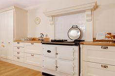 deterra Kitchens - Solid oak units with traditional painted farrow and ball all white kitchen doors. Solid Wood Kitchen Cabinets, Kitchen Units, Kitchen Doors, Kitchen Cabinetry, Kitchen Appliances, Traditional Doors, Traditional Kitchens, Oak Worktops, Cottage In The Woods