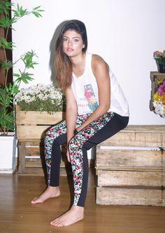 """Legging neoprene com floral black.  T-Shirt transparência """"Mais Amor, Por favor."""" #houseoflucy #queseame #verão2015 #catálogo"""