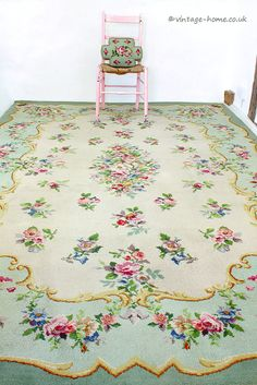 Vintage Home Shop - Gorgeous Vintage Rose Floral Garland Carpet: www.vintage-home.co.uk