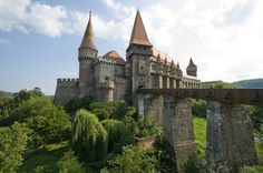Corvin Castle Romania, in Hunedoara. Said to be way cooler than Bran Castle. there is a train station B-dul Republicii About 8 daily trains connect Hunedoara with Simeria and then from there you can go to Brasov Chateau Medieval, Medieval Castle, Gothic Castle, Peles Castle, Fairytale Castle, Medieval Art, Beautiful Castles, Beautiful Buildings, Transylvania Castle