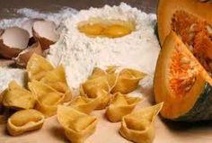 http://www.easylearnitalian.com/2013/10/learn-italian-cooking-tortelli-di-zucca.html Learn Italian cooking: Tortelli di zucca - The origins and quiz #LearnItalian